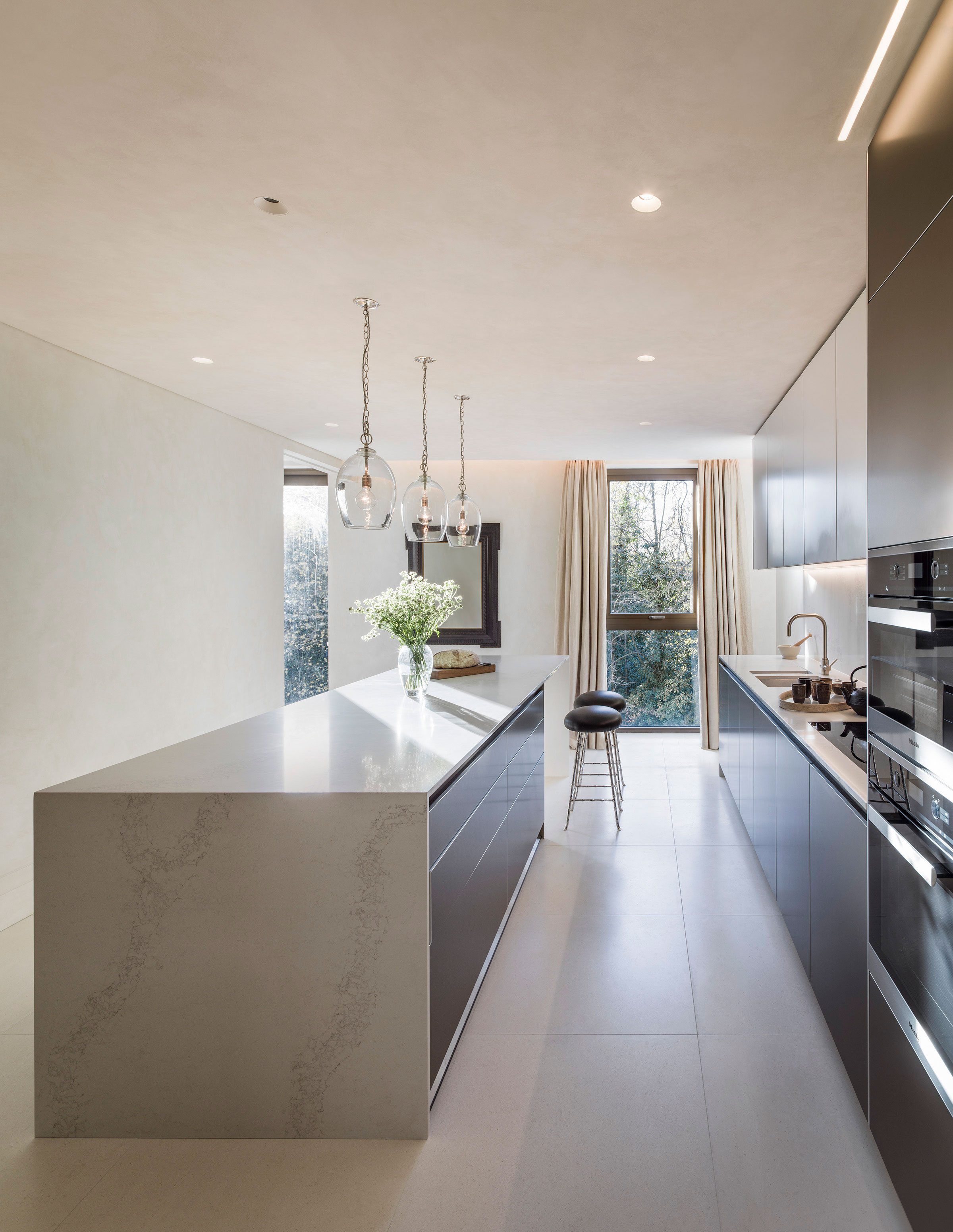 Spacious Bulthaup B3 Fitted Kitchen With Island Overlooking Holland Park.