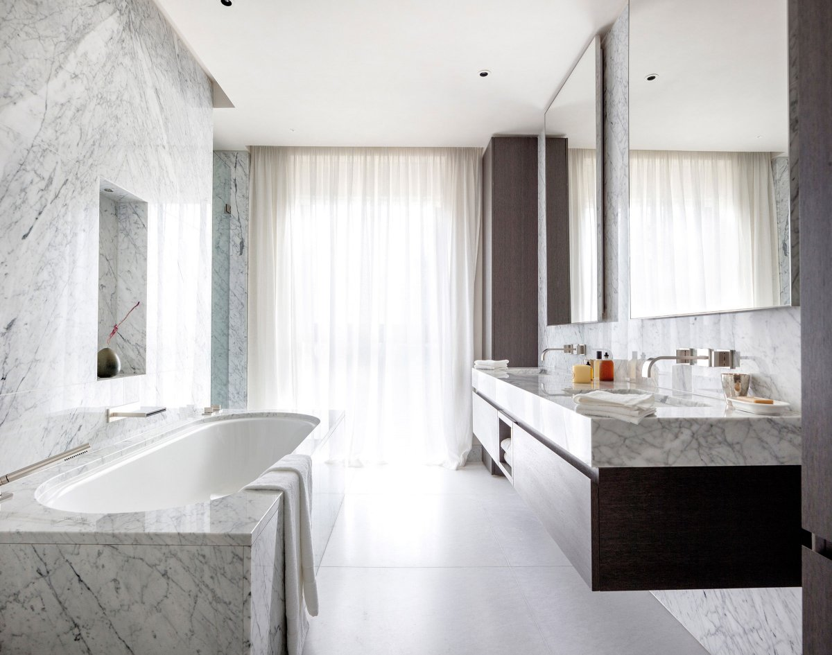 Spacious En suite bathrooms
