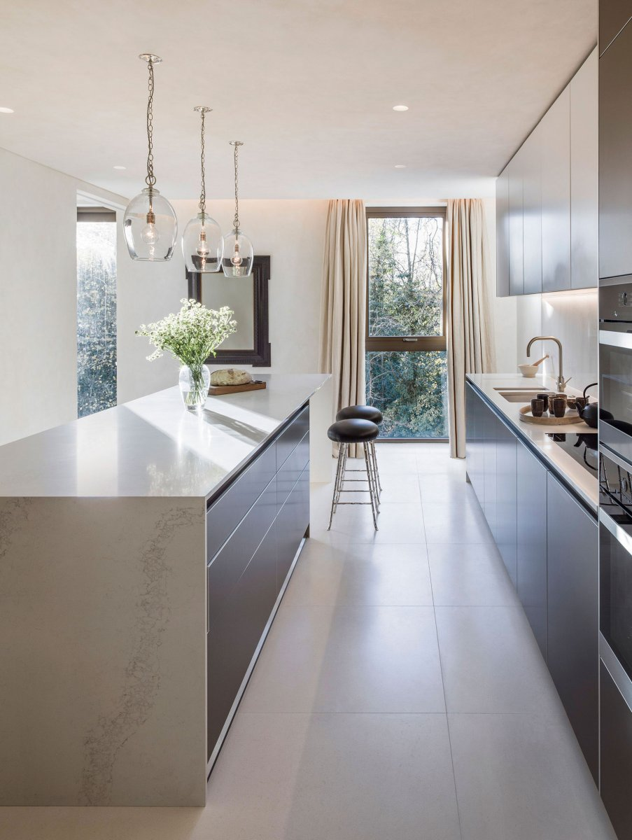 Spacious Bulthaup B3 fitted-kitchen of Holland Park Villas apartment